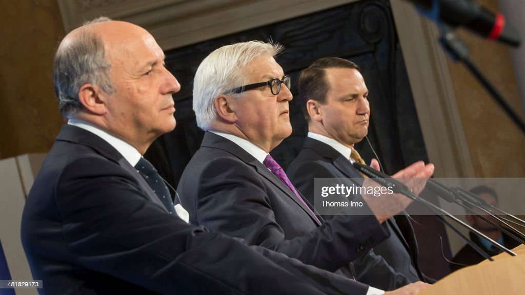 Foreign Ministers Attend Weimar Triangle Meeting