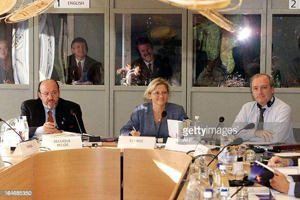 Foreign Ministers Belgium's Louis Michel Sweden's Anna Lindh and France's Hubert Vedrine chat while attending the informal meeting of the European...