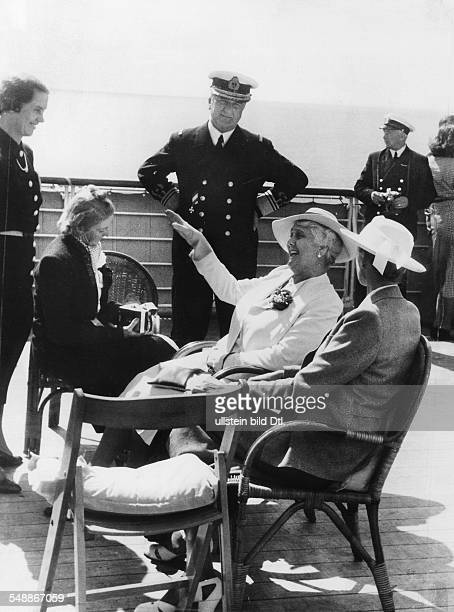 Foreign relations Germany/ Hungary Miklos Horthy de Nagybanya and wife Magdolna in Germany on a trip to Helgoland aboard the ship Patria of the...
