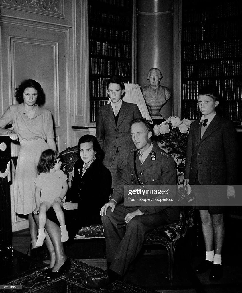 Foreign Royalty, Belgium, pic: 1945, The Belgian Royal Family pictured at the Villa Reposoir near Geneva, left-right, Princess Josephine Charlotte, Prince Alexandre, Liliane de Rethy, Crown Prince Baudouin, King Leopold and Prince Albert : News Photo