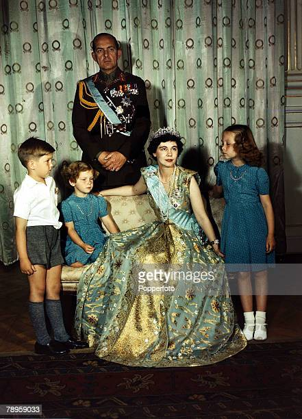 Foreign Royalty, Greece, pic: 1947, King Paul and Queen Frederika of Greece at the Royal Palace, Athens with their children