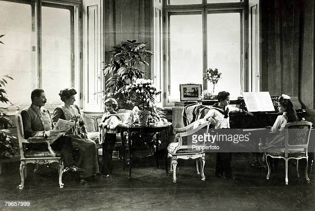 Foreign Royalty, Personalities, pic: circa 1900's, The Archduke of Austria,Franz Ferdinand with the Duchess Sophie and their 3 children Sophie,...