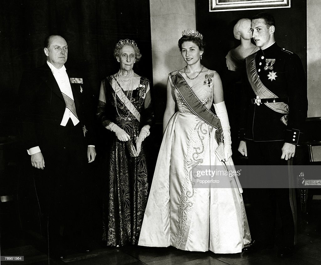 Foreign Royalty. Personalities. pic: circa 1958's. King Olav (Olaf) of Norway, left, with Princess Ingeborg, Princess Astrid, 2nd right, and Prince Harald at the Royal Palace in Oslo, at the celebrations for Prince Harald's 21st birthday. King Olav (1903- : News Photo
