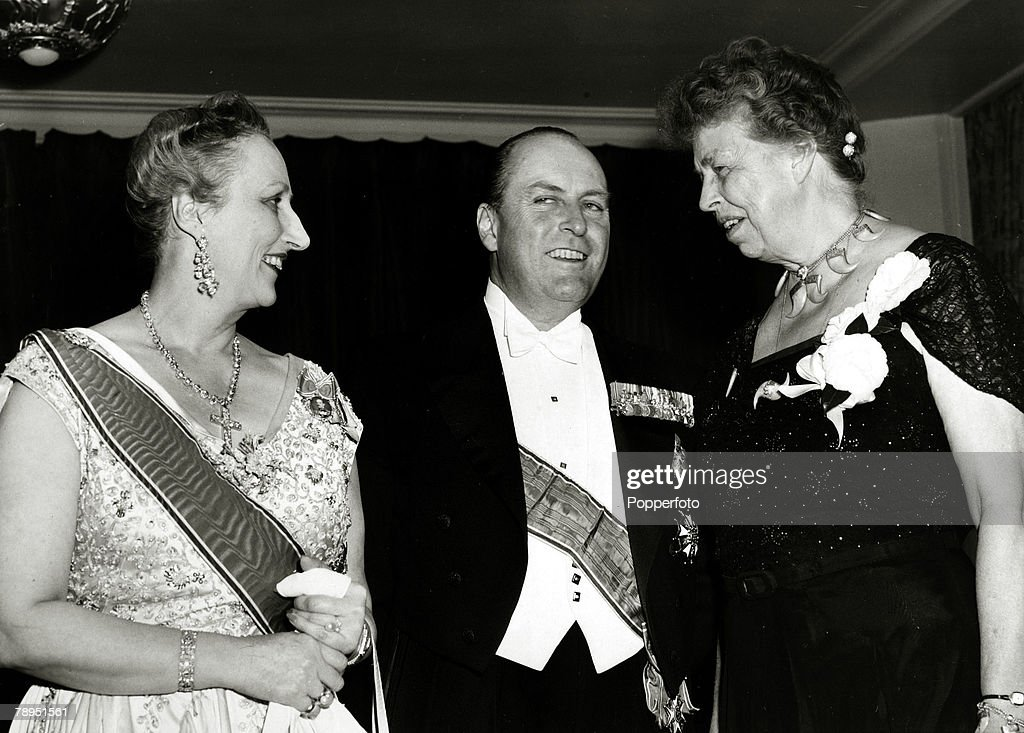 Foreign Royalty. Personalities. pic: November 1950. Distinguished guests at the American-Scandinavian Foundation 40th Anniversary Dinner in New York included l-r, Crown Prince Olav, Crown Princess Martha and Mrs. Franklin D.Roosevelt, right. King Olav (Ol : News Photo