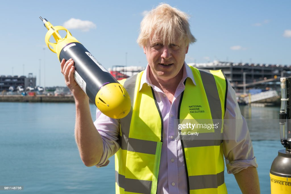 Foreign Secretary Visits Southampton To Discuss FCO Oceans Strategy : Fotografía de noticias