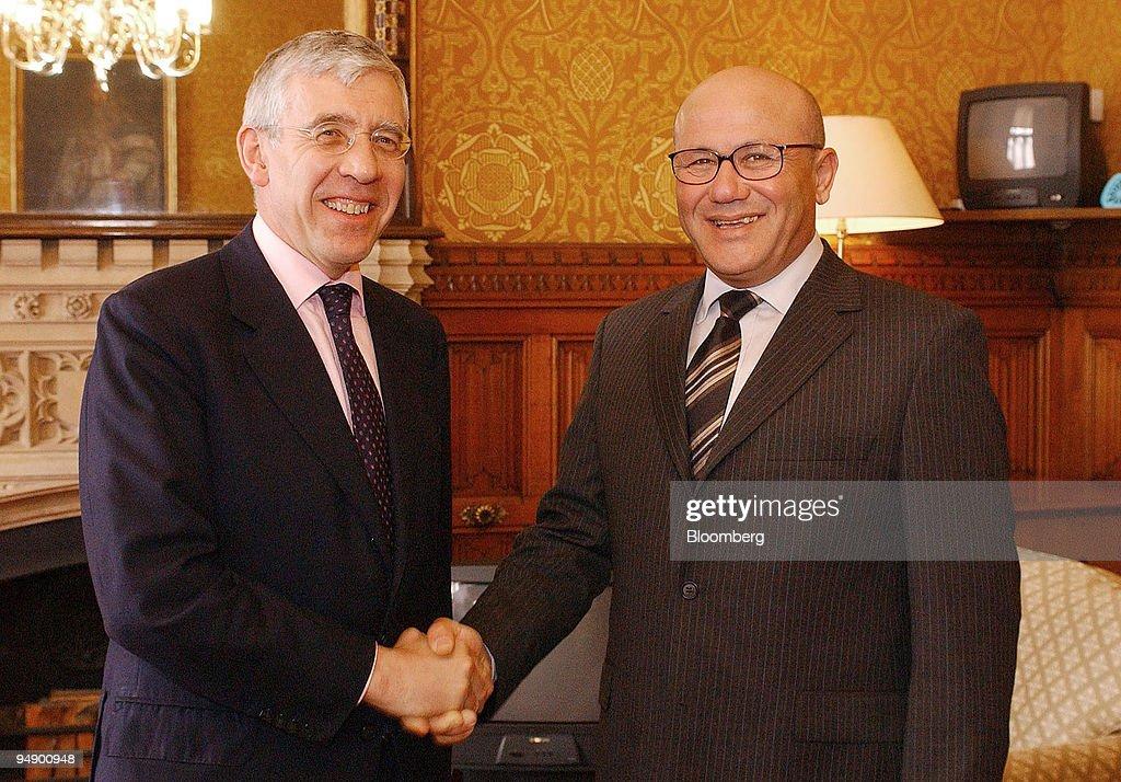 U.K. Foreign Secretary, Jack Straw, left, shakes hands with : News Photo