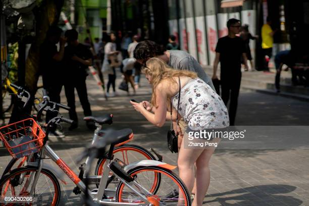 Foreign tourists are scanning the QR code trying to using Mobike shared bikes According to the latest report Mobike has taken up as high as 5656% of...