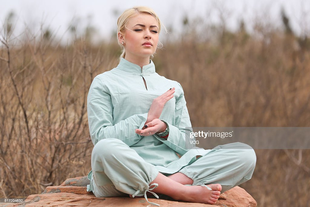 A foreign woman does yoga on the precipice of Mount Song on March 23, 2016 in Zhengzhou, Henan Province of China. Over 10 yoga enthusiasts practice on the precipice to experience stimulation in nature in Zhengzhou.