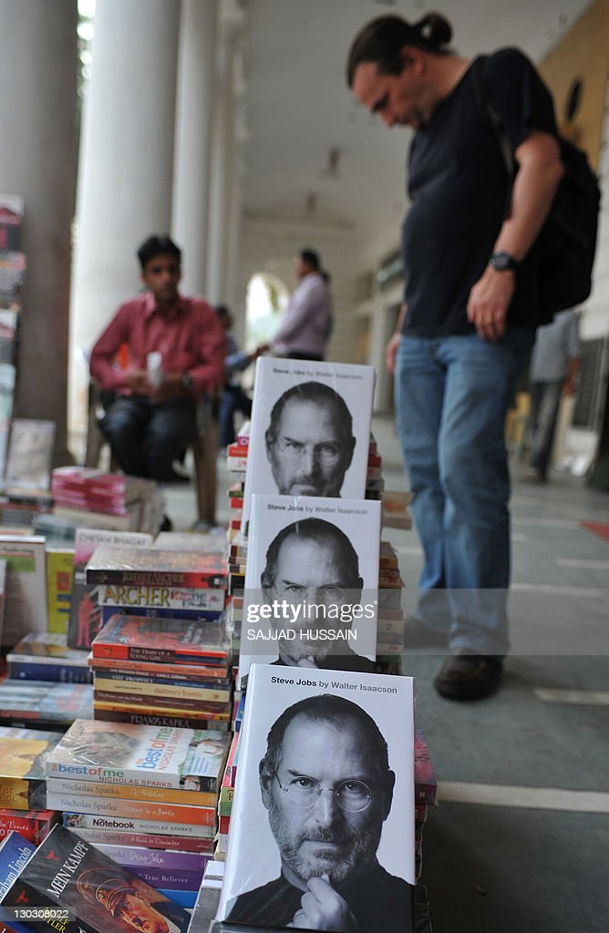 A foreigner looks at books near the new : News Photo