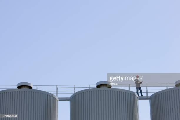 foreman on industrial silos - unterschicht stereotypen stock-fotos und bilder