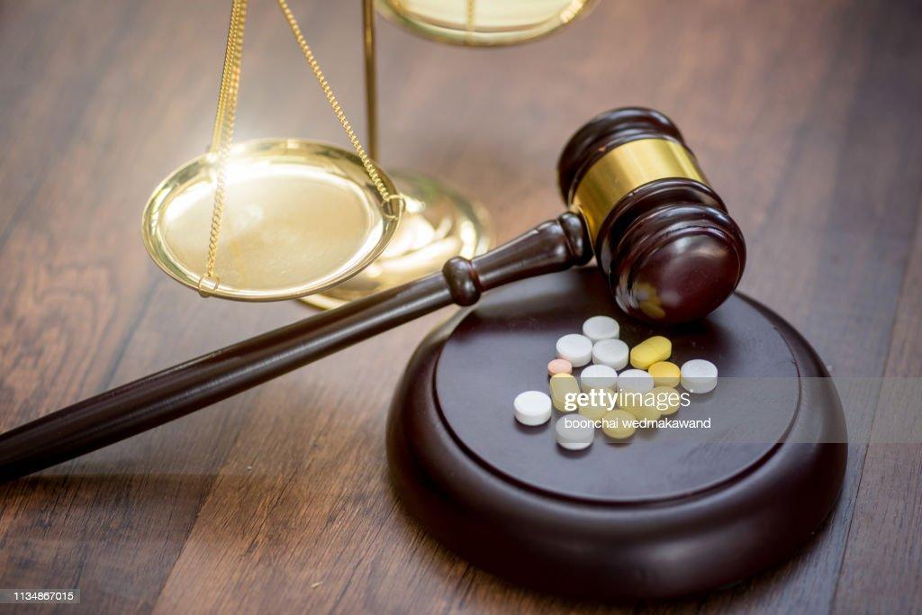 Forensic Medicine. Drug fraud. Illicit drug trafficking. Medicine and law. Trial on medics : Stock-Foto