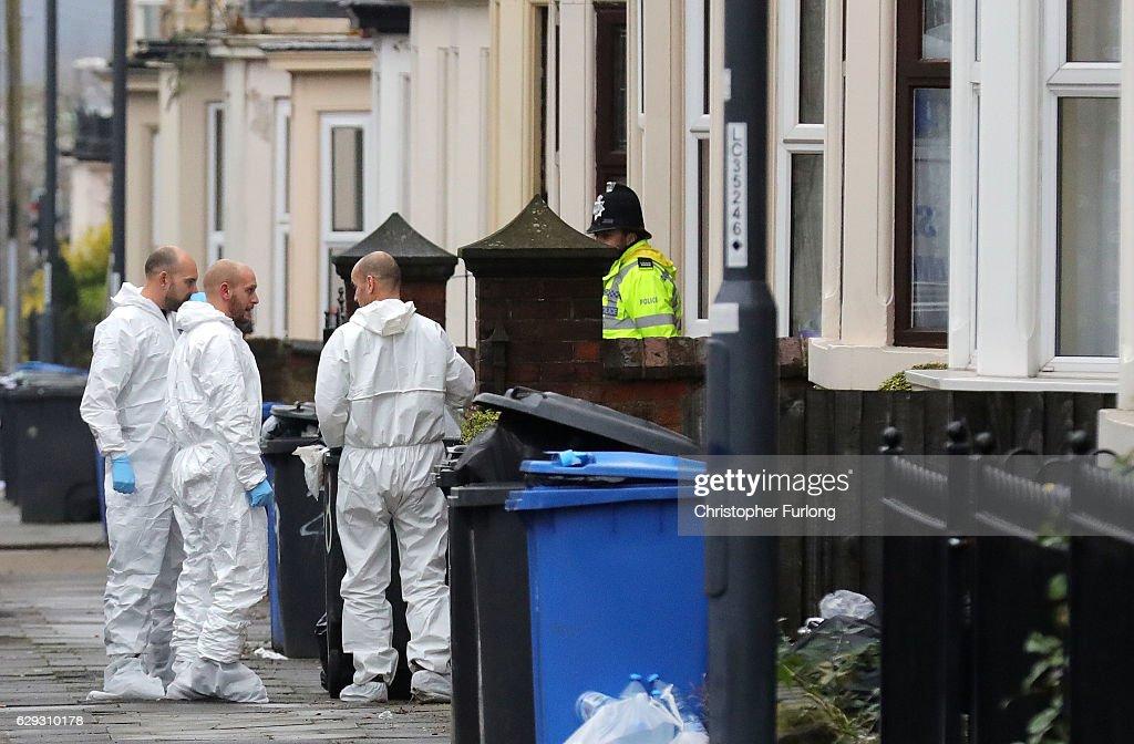 Police Make Terror Arrests In The Midlands : Nachrichtenfoto