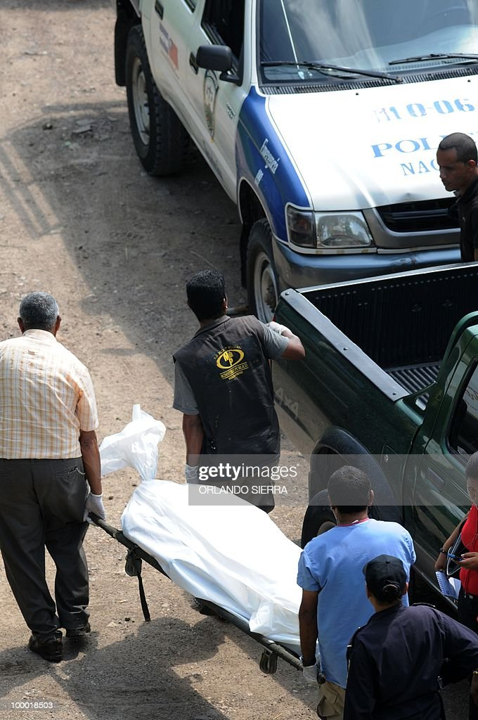Forensics take away the dead body of Miguel Jaar, a real state businessman kidnapped 10 days ago and found on a plot of land on the outskirts of Tegucigalpa on May 2010, 2010. AFP PHOTO/Orlando SIERRA