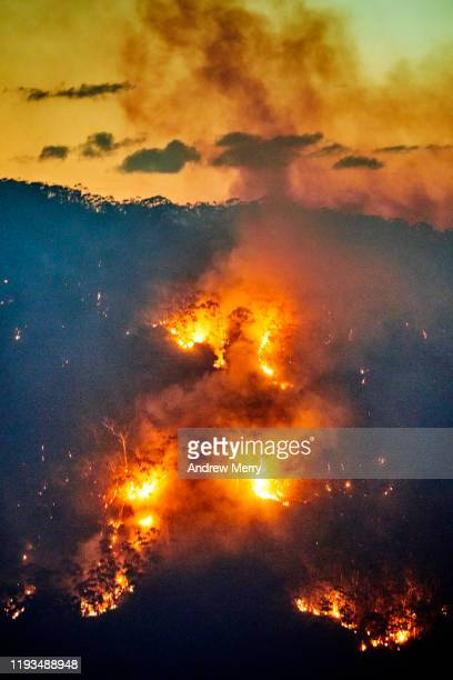 forest fire, bushfire with flames and smoke in valley at dusk, blue mountains, australia - australia stock pictures, royalty-free photos & images