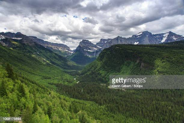 forests in valley - stimmungsvoller himmel stock-fotos und bilder
