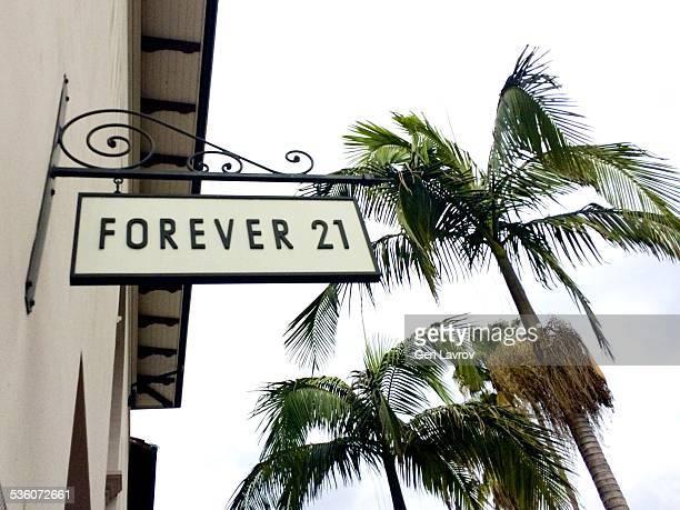 Forever 21 storefront sign