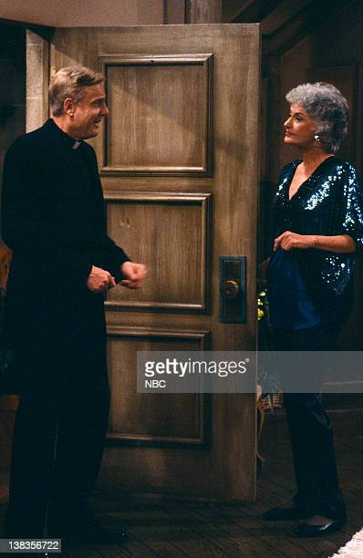 GIRLS 'Forgive Me Father' Episode 18 Pictured John McMartin as Father Frank Leahy Bea Arthur as Dorothy Petrillo Zbornak