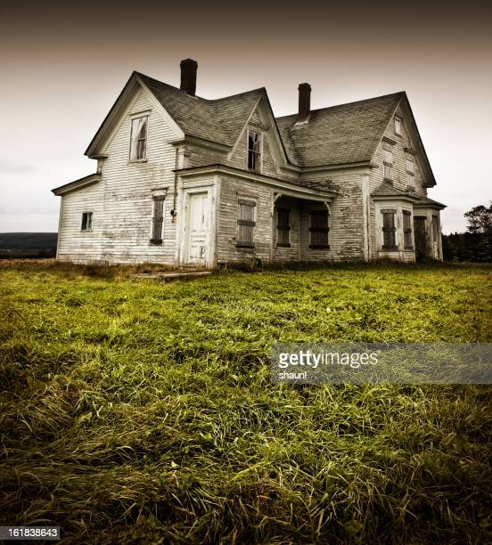 forgotten home - farmhouse stock pictures, royalty-free photos & images