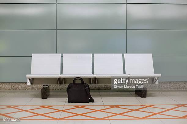 forgotten luggage - banco asiento fotografías e imágenes de stock