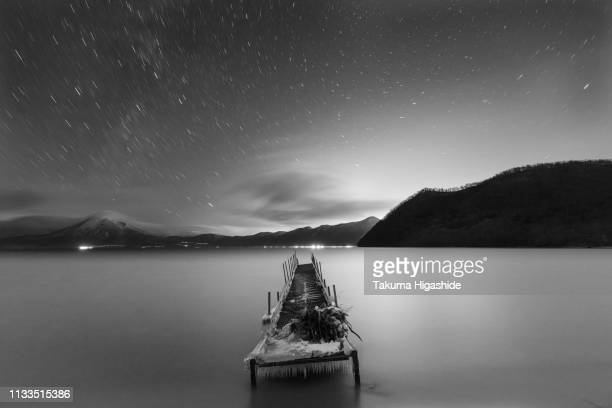 forgotten pier - 湖 stock pictures, royalty-free photos & images