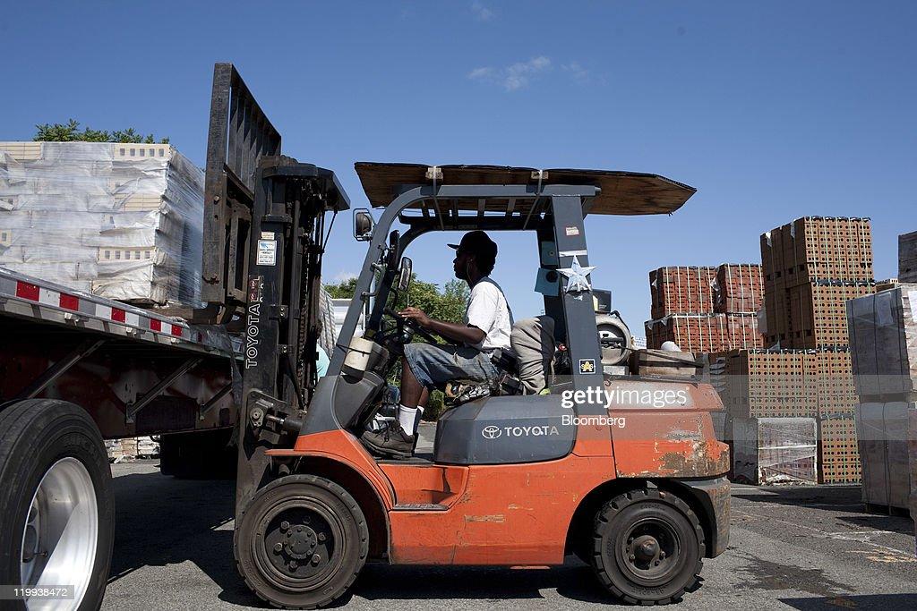 Forklift Truck Driver Jamaal Edmonds Of Garfield New Jersey Loads News Photo Getty Images