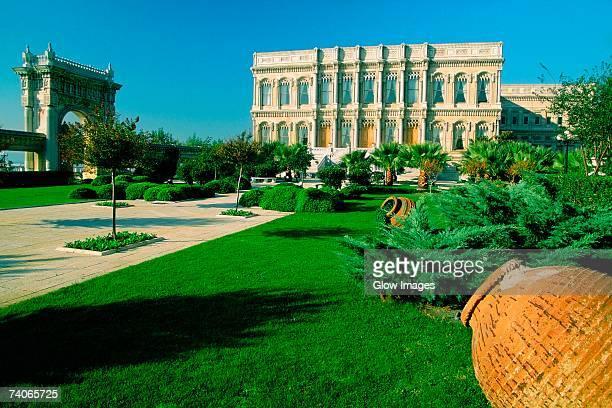 formal garden in front of a palace, ciragan palace, istanbul, turkey - palast stock-fotos und bilder