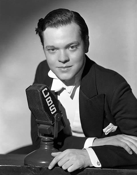 formal-portrait-of-orson-welles-at-cbs-r