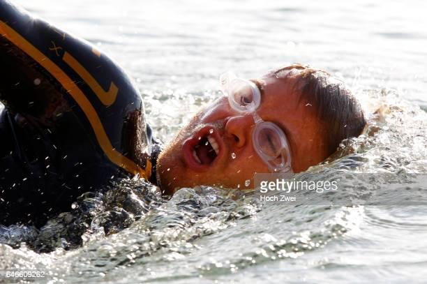 Formel 1 Fotoshooting Mercedes GPFahrer Nico Rosberg Monaco Nico Rosberg beim TriathlonFitnesstraining Schwimmen