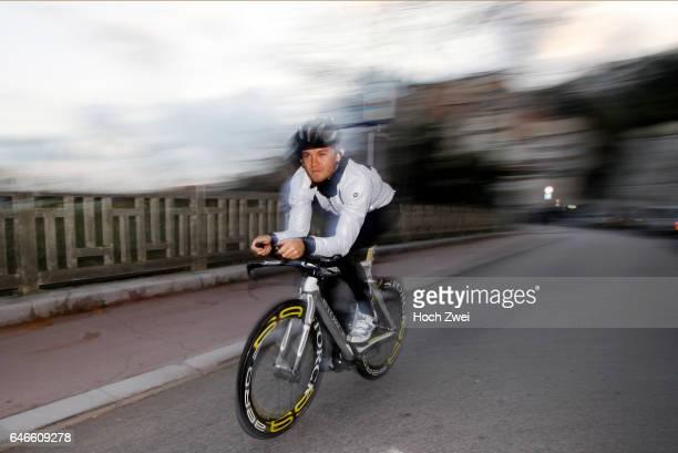 Formel 1 Fotoshooting Mercedes GPFahrer Nico Rosberg Monaco Nico Rosberg beim TriathlonFitnesstraining Radfahren