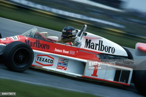 Formel 1 Grand Prix Brasilien 1977 Interlagos James Hunt McLarenFord M23 wwwhochzweinet copyright HOCH ZWEI / Ronco