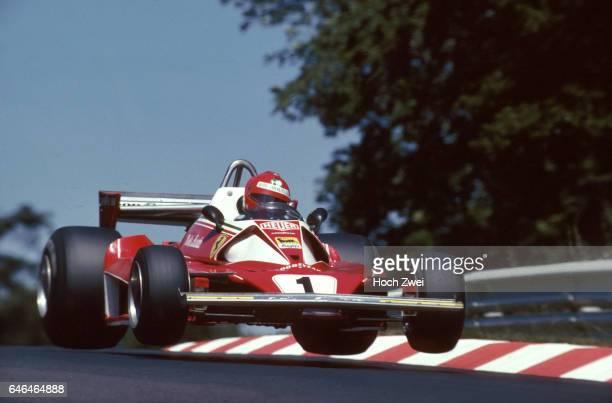Formel 1 Grand Prix Deutschland 1976 Nuerburgring Nordschleife Niki Lauda Ferrari 312T2 Sprung wwwhochzweinet copyright HOCH ZWEI / Ronco