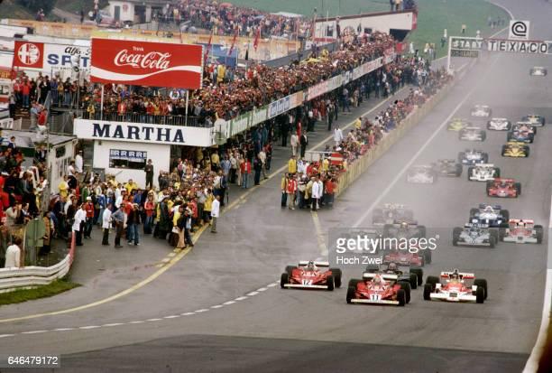 Formel 1 Grand Prix Oesterreich 1977 Oesterreichring Start Niki Lauda Ferrari 312T2 Carlos Reutemann Ferrari 312T2 James Hunt McLarenFord M26 Mario...