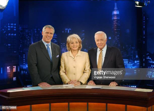 Former 20/20 coanchor and legendary newsman Hugh Downs returns to the ABC set for a visit with Barbara Walters for the first time since his departure...