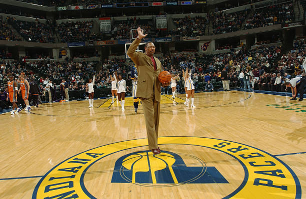 Phoenix suns v indiana pacers former aba great and indiana pacer mel daniels waves to the crowd as he is honored voltagebd Images