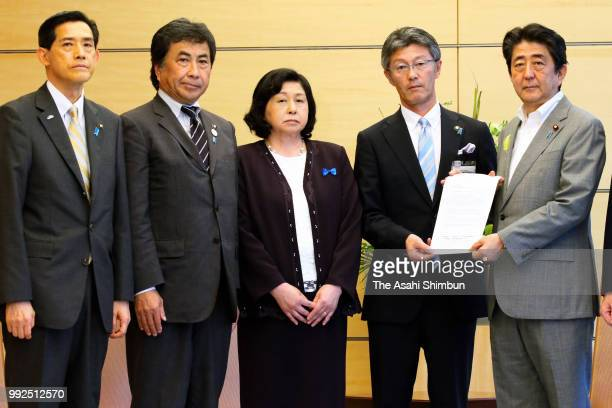 Former abductee by North Korea Hitomi Soga and mayors pose with Prime Minister Shinzo Abe during their meeting at the prime minister's official...
