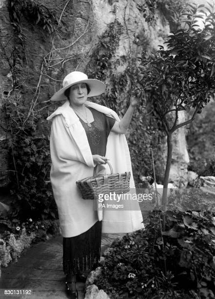 Former actress Lillie Langtry picking fruit from a tree in the garden of her home in Monaco in 1922 She achieved notoriety by being the mistress of...