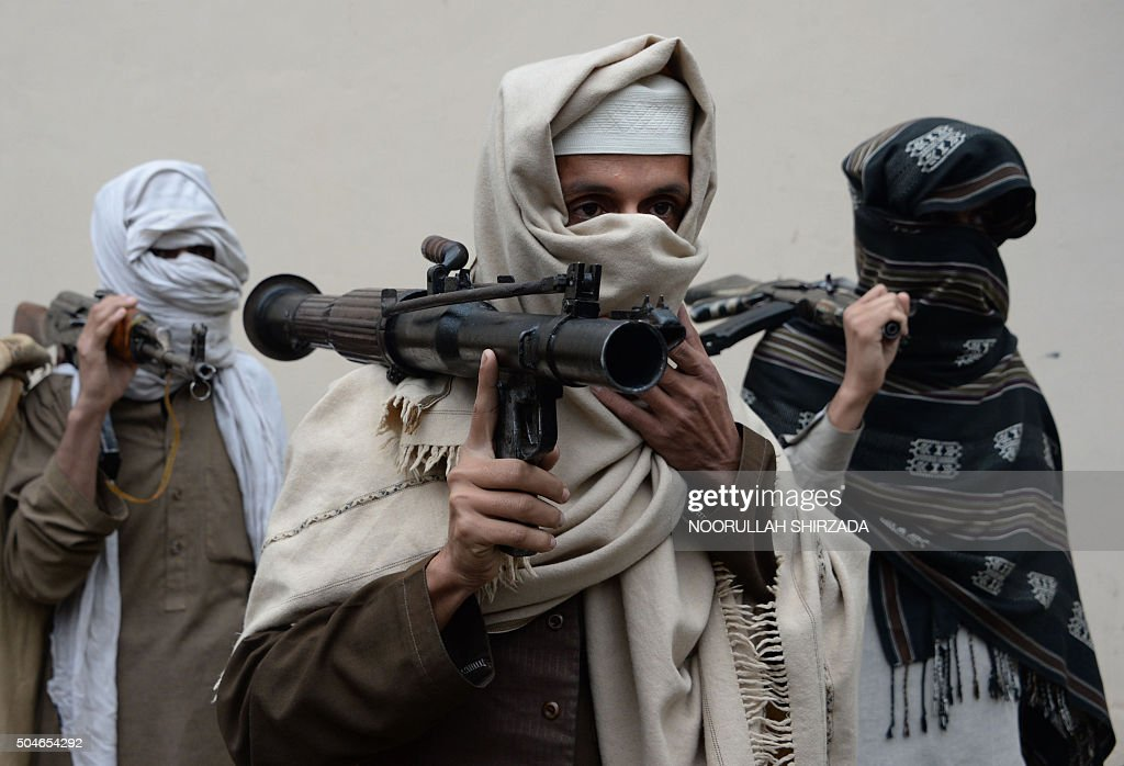Former Afghan Taliban fighters carry their weapons before handing them over as part of a government peace and reconciliation process at a ceremony in Jalalabad on January 12, 2016. More than a dozen former Taliban fighters from Ghani district of Nangarhar province handed over their weapons as part of a peace reconciliation program. AFP PHOTO / Noorullah Shirzada / AFP / Noorullah Shirzada