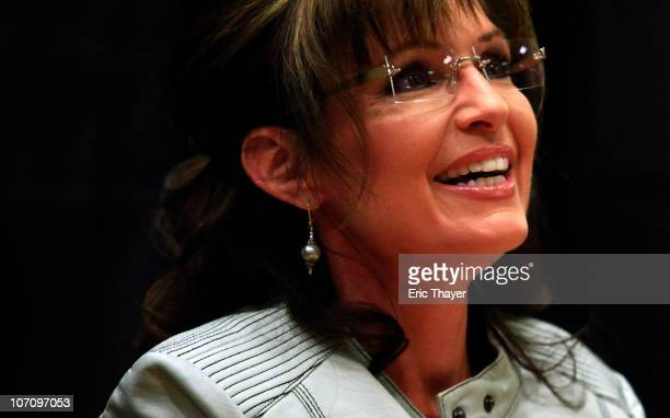 Former Alaska Governor Sarah Palin signs her new book America By Heart Reflections on Family Faith and Flag November 23 2010 in Phoenix Arizona Amid...