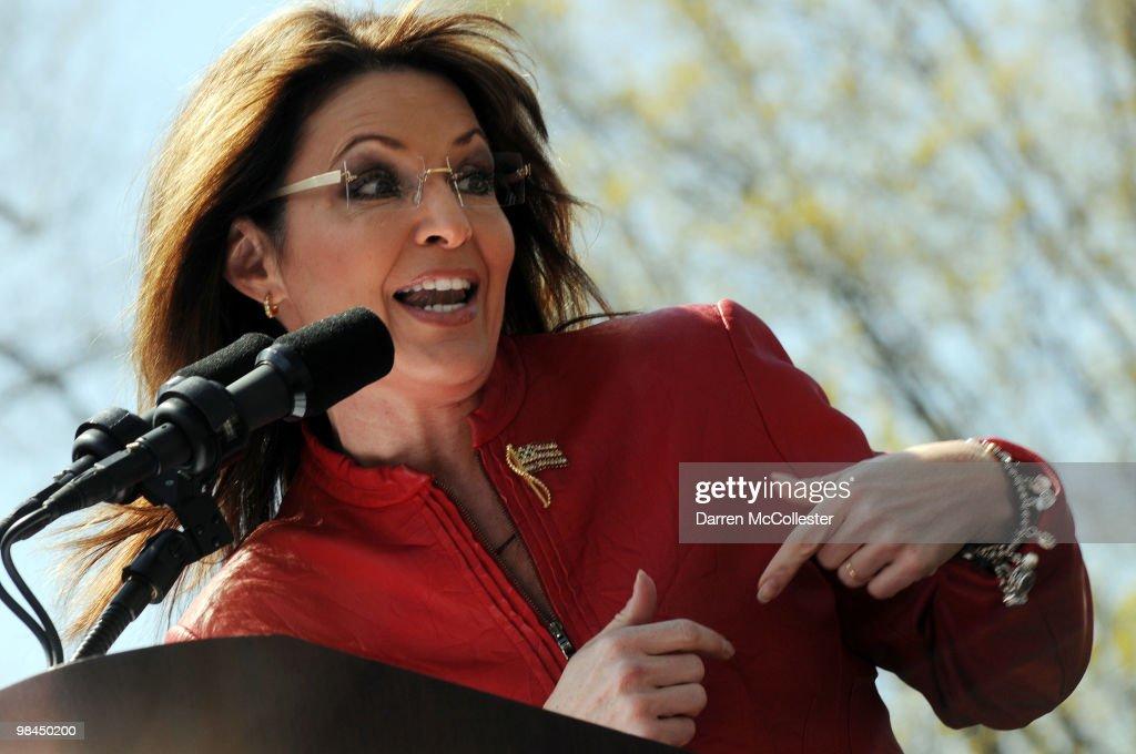 Sarah Palin Attends Boston Tea Party Rally : News Photo