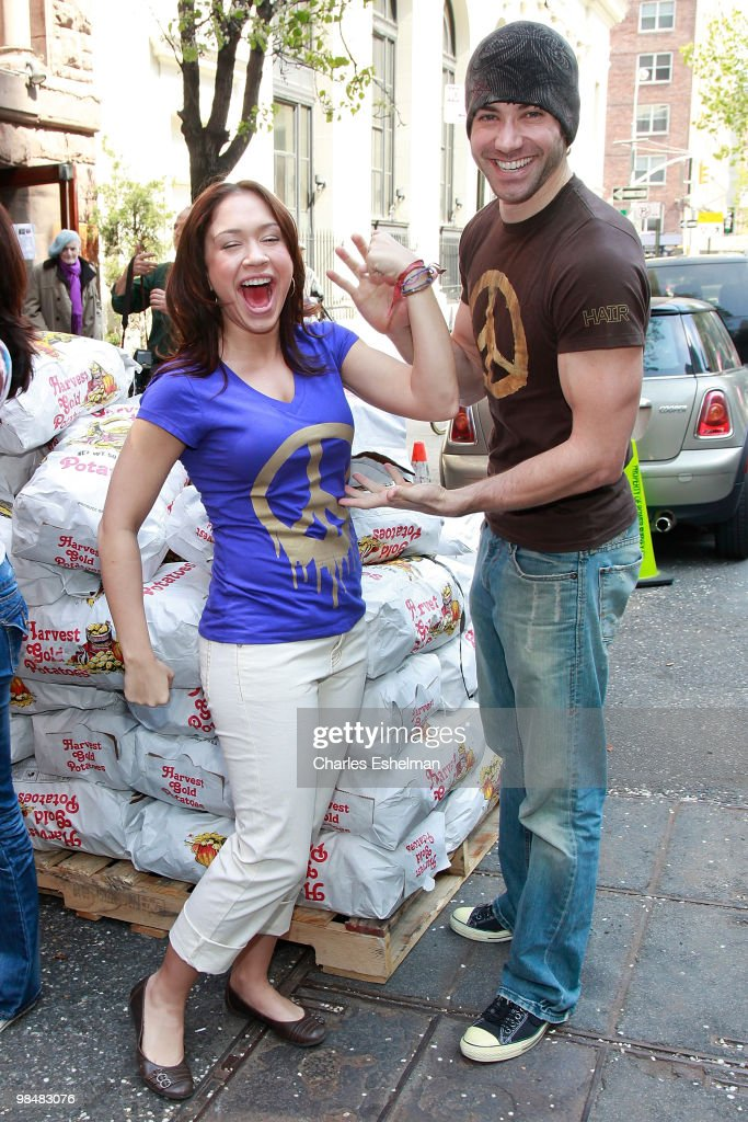"""Americal Idol"" Stars Unload A City Harvest Food Rescue Truck"