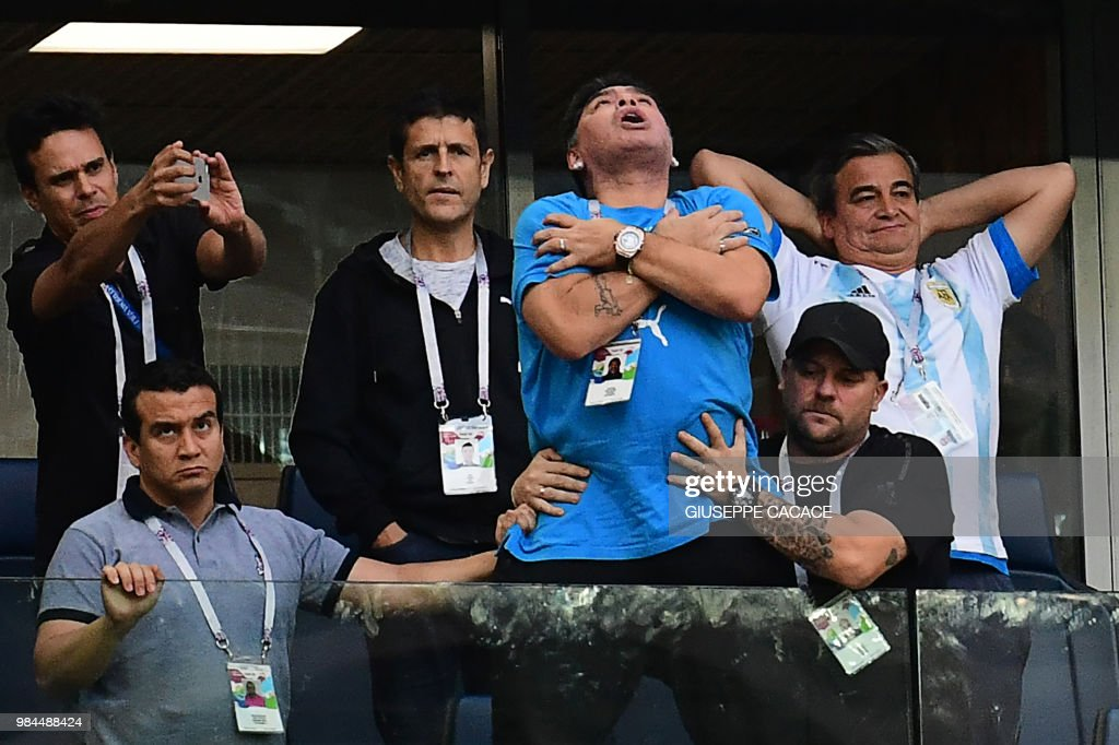 TOPSHOT - Former Argentina forward Diego Maradona (C) celebrates the opening goal during the Russia 2018 World Cup Group D football match between Nigeria and Argentina at the Saint Petersburg Stadium in Saint Petersburg on June 26, 2018. (Photo by Giuseppe CACACE / AFP) / RESTRICTED