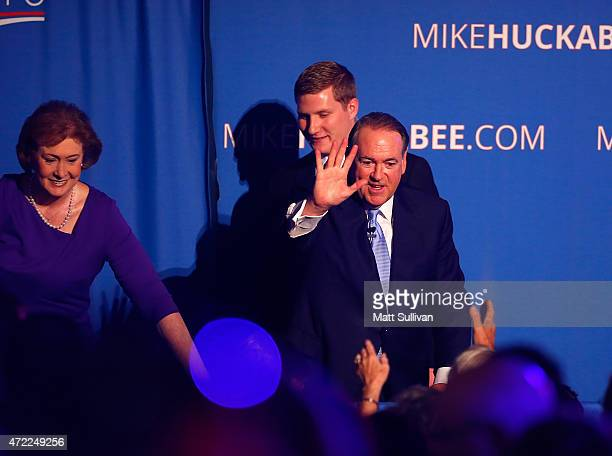Former Arkansas Governor Mike Huckabee and his wife Janet shake hands after announcing his candidacy for the 2016 Presidential race on May 5 2015 in...