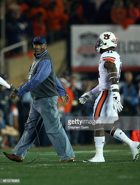 Former Auburn Tigers player Bo Jackson on the field before the 2014 Vizio BCS National Championship Game and talks with Chris Davis of the Tigers at...