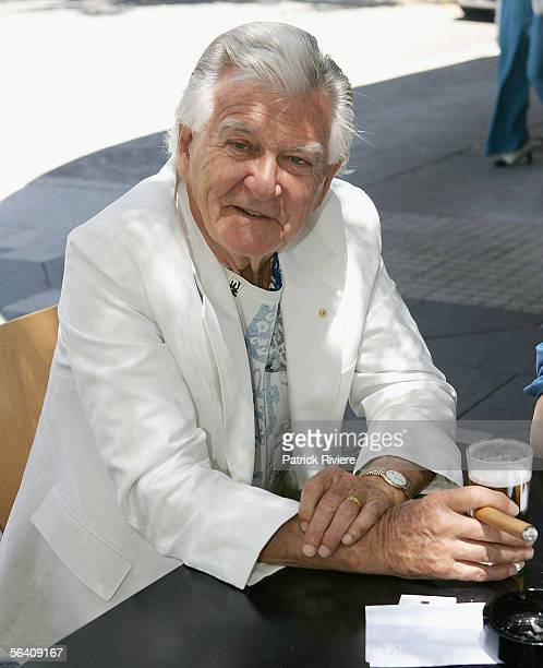 Former Australian prime Minister Bob Hawke poses in Double Bay during the judging of the Christmas Windows on December 10 2005 in Sydney Australia...