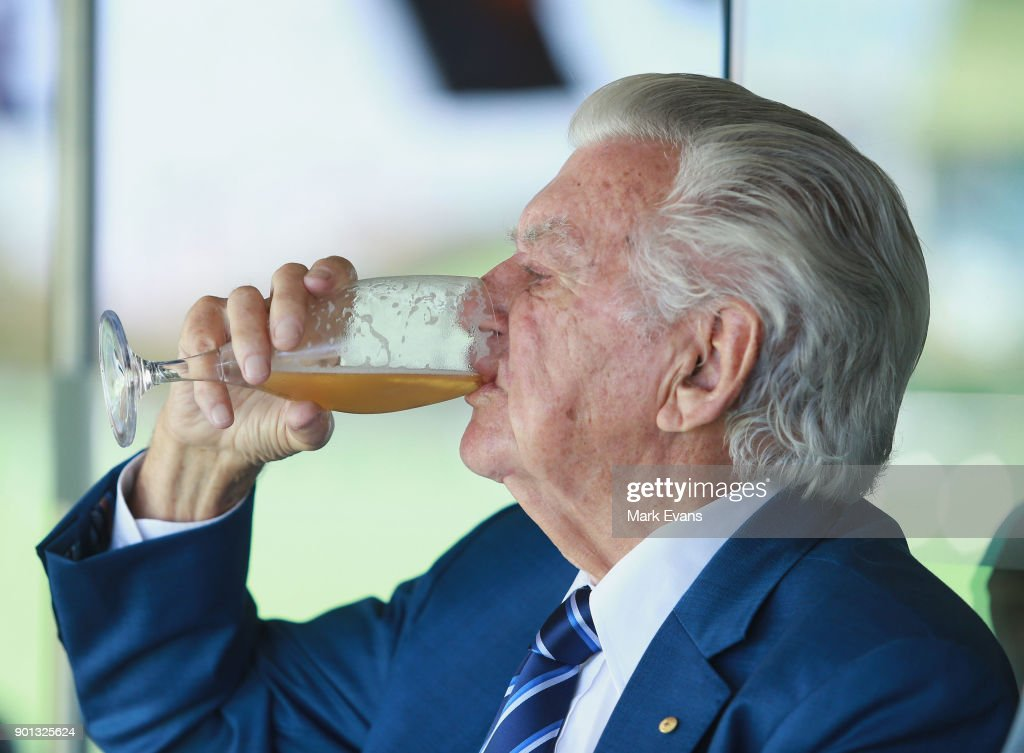 Former Australian Prime Minister Bob Hawke skulls a cold beer during day two of the Fifth Test match in the 2017/18 Ashes Series between Australia and England at Sydney Cricket Ground on January 5, 2018 in Sydney, Australia.