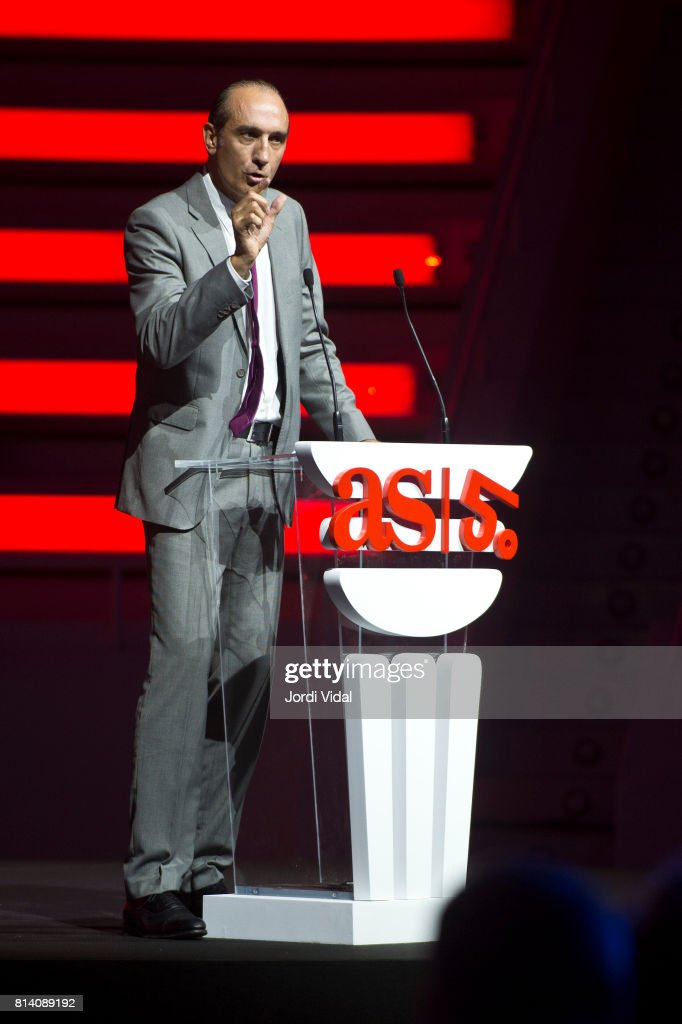 Former basketball player and Olympic Medalist Juan 'Epi' San Epifanio delivers a speech during the Homage to Spanish Olympic Medalists at Sala Oval at Museu Nacional d'Art de Catalunya on July 13, 2017 in Barcelona, Spain.