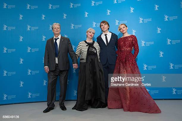 Former Beach Boy Brian Wilson his wife Melinda Ledbetter US actor Paul Dano and US actress Elizabeth Banks attend the 'Love Mercy' photocall during...
