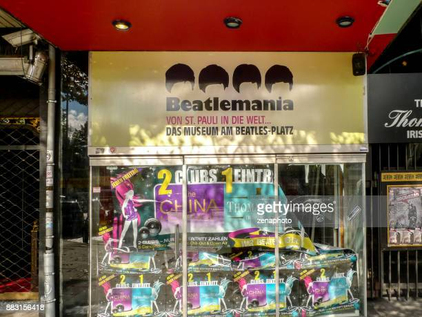 former beatlemania museum hamburg - reeperbahn stock pictures, royalty-free photos & images