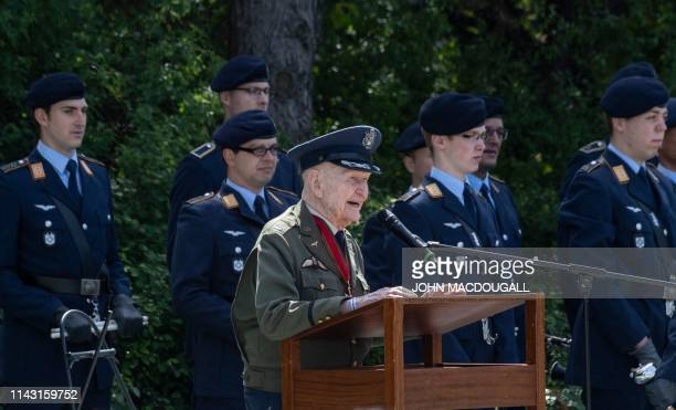 Former Berlin Airlift pilot Gail Halvorsen from the US addresses guests during a a wreath-laying ceremony at the Berlin Airlift memorial outside...