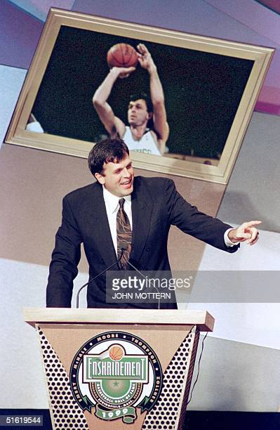 Former Boston Celtics' player and coach Kevin McHale accepts his enshrinement into the 1999 Basketball Hall of Fame 01 October 1999 in Springfield...